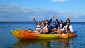 Promenades kayak-Groupes-enterrement-vie-jeune-fille-kayak-bretagne-morbihan-quiberon-carnac